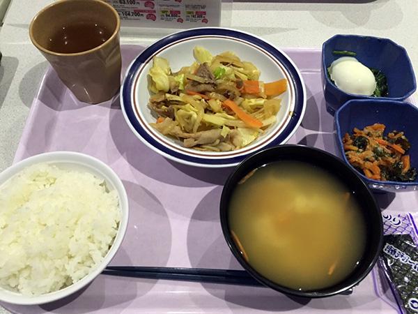 3月10日  豚肉と野菜の生姜炒め、巣ごもり玉子、人参わかめ胡麻酢あえ、味噌汁、味付け海苔、ライス