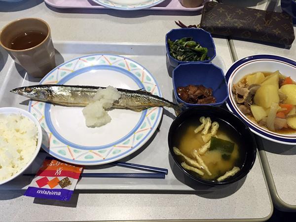 3月11日  秋刀魚塩焼き、肉じゃが、鶏肝煮、菜の花のわさび和え、ふりかけ、味噌汁、ライス