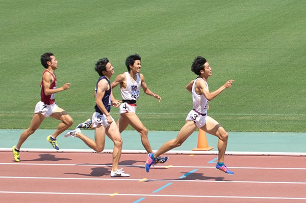 800m優勝 木原裕貴(経2) 1分50秒24 (同志社新記録)