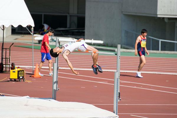 走り高跳び優勝 境内 航(スポ3) 2m16