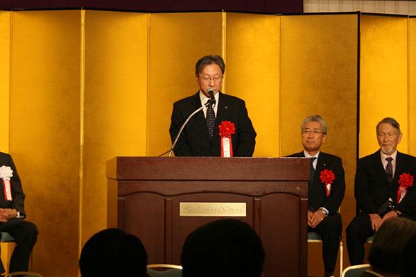 松岡敬学長より激励の祝辞