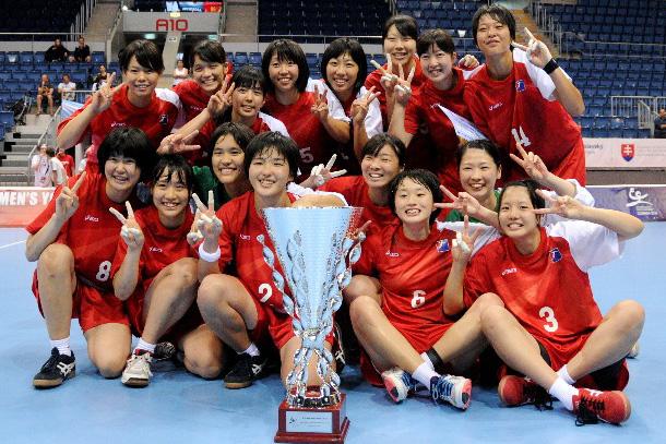 女子ユース世界選手権第17位 プレジデントカップ受賞日本代表中村選手 後列右から3人目