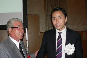6月25日 太田雄貴選手壮行会で、豊原同志社スポーツユニオン会長と