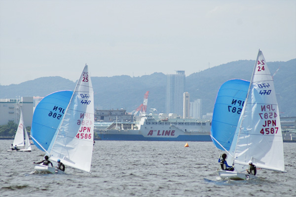 右 渡辺艇(優勝) 左 矢野艇(4位入賞)