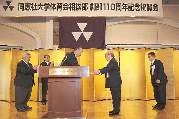 日本相撲連盟から北村総監督へ感謝状贈呈