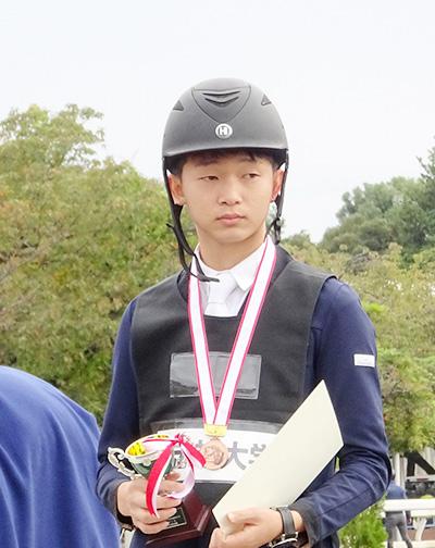 個人3位入賞し表彰台の杉本葵生