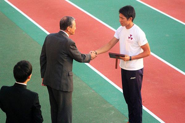 400mハードル優勝(50秒86)優秀選手賞の上野 晃平