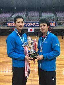 写真向かって右が、柴田章平選手