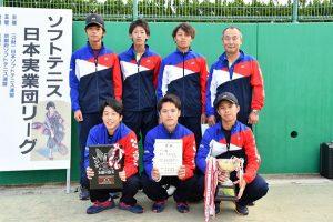 前列、向かって一番左が山本選手、その隣が岩佐選手