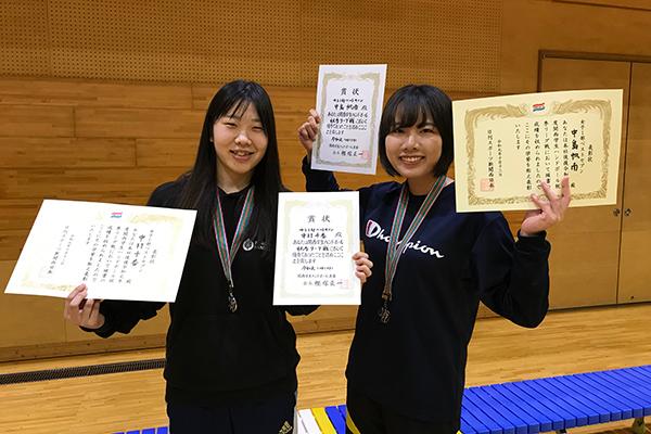 女子優秀選手賞受賞 中村千香(左)中島帆南(右)